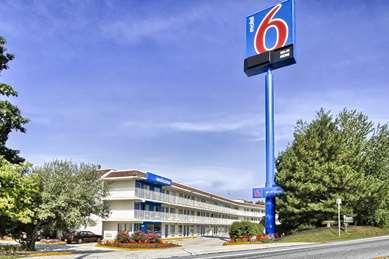 Pet Friendly Motel 6 Harrisburg - Hershey South in New Cumberland, Pennsylvania