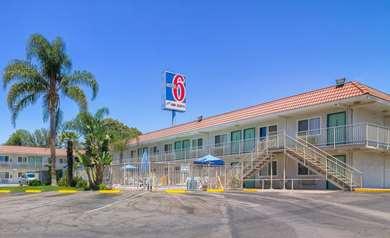 Pet Friendly Motel 6 Los Angeles - Van Nuys - North Hills in North Hills, California