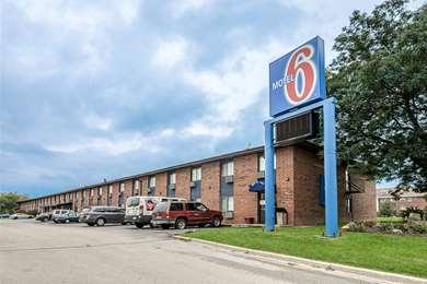 Pet Friendly Motel 6 Oak Creek Wi in Oak Creek, Wisconsin