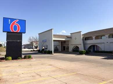 Pet Friendly Motel 6 Oklahoma City - Northwest in Oklahoma City, Oklahoma