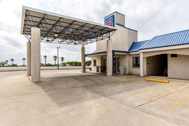 Pet Friendly Motel 6 Port Lavaca in Port Lavaca, Texas