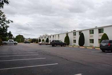 Pet Friendly Motel 6 Providence East in Seekonk, Massachusetts