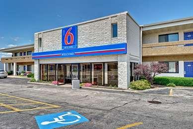 Pet Friendly Motel 6 Chicago West - Villa Park in Villa Park, Illinois