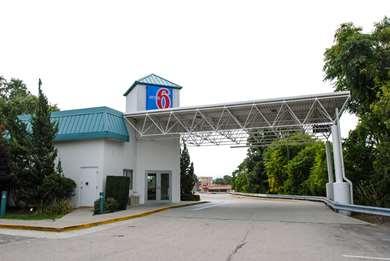 Pet Friendly Motel 6 Warwick Ri - Providence Airport - I-95 in Warwick, Rhode Island
