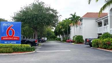 Pet Friendly Studio 6 West Palm Beach in West Palm Beach, Florida