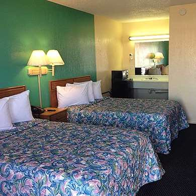 Pet Friendly Super 7 Inn Siloam Springs in Siloam Springs, Arkansas