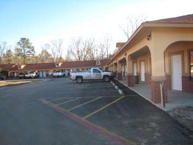 Pet Friendly Residents Suites Liberty in Liberty, Texas