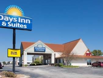 Pet Friendly Days Inn & Suites Kokomo in Kokomo, Indiana
