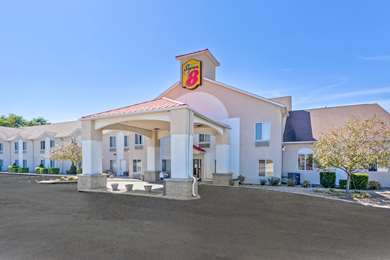 Pet Friendly Super 8 Cloverdale in Cloverdale, Indiana