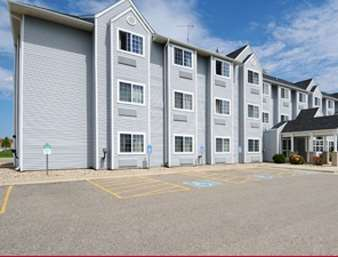 Pet Friendly Microtel Inn & Suites by Wyndham Owatonna in Owatonna, Minnesota