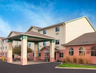 Pet Friendly Baymont Inn & Suites Galesburg in Galesburg, Illinois