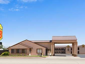 Pet Friendly Super 8 Childress in Childress, Texas