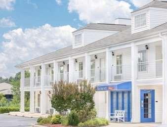 Pet Friendly Baymont Inn & Suites Roanoke Rapids in Roanoke Rapids, North Carolina