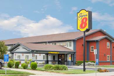 Pet Friendly Super 8 Willows in Willows, California