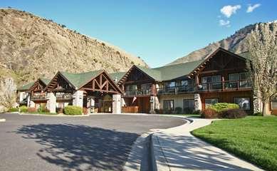 Pet Friendly Salmon Rapids Lodge in Riggins, Idaho