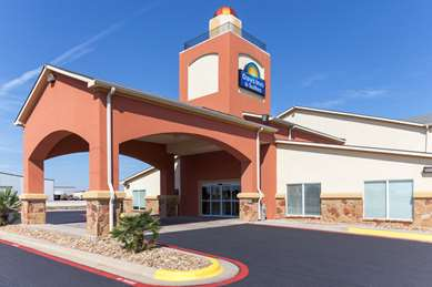 Pet Friendly Days Inn and Suites Groesbeck in Groesbeck, Texas