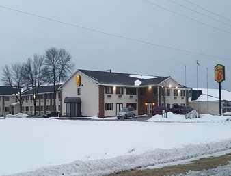 Pet Friendly Elizabeth Inn in Plover, Wisconsin