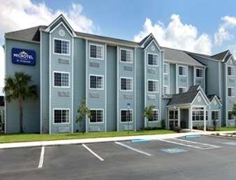 Pet Friendly Microtel Inn & Suites by Wyndham Zephyrhills in Zephyrhills, Florida