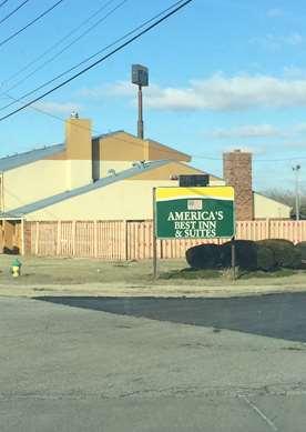 Pet Friendly Americas Best Inn & Suites - Caseyville in Caseyville, Illinois