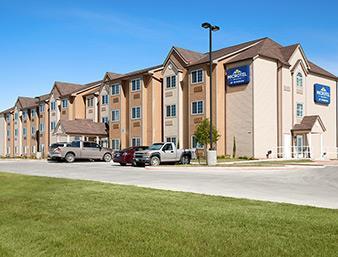 Pet Friendly Microtel Inn & Suites by Wyndham Pleasanton in Pleasanton, Texas