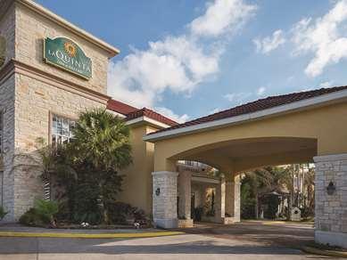 Pet Friendly La Quinta Inn & Suites Houston Kingwood Medical in Kingwood, Texas