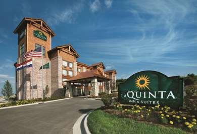 Pet Friendly La Quinta Inn & Suites Branson -Hollister in Hollister, Missouri