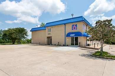 Pet Friendly Motel 6 New Iberia La in New Iberia, Louisiana