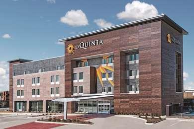 Pet Friendly La Quinta Inn & Suites Dallas Grand Prairie North in Grand Prairie, Texas