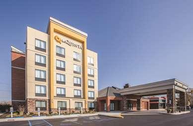 Pet Friendly La Quinta Inn & Suites Philadelphia Airport in Essington, Pennsylvania